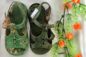 Exhumed Shoes of Child Victim of Anfal Genocide - 3rd International Conference on Mass Graves in Iraq - Erbil - Iraq. Photo by Adam Jones, Ph.D. (Own work) [CC-BY-SA-3.0 (http://creativecommons.org/licenses/by-sa/3.0)], via Wikimedia Commons