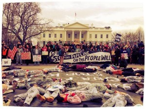 Hundreds of people zip tied to the White House fence and doing a die-in to protest Keystone XL. Photo from Jenna Pope, via Twitter