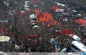 Thousands gather as they carry the coffin of Berkin Elvan during his funeral in Turkey. Photo courtesy Ozann Kosee via Twitter.