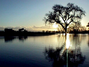 San Joaquin River in California. Photo By Dave Gatley (This image is from the FEMA Photo Library.) [Public domain], via Wikimedia Commons