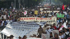 Protest demanding the resignation of the governor of Guerrero, Angel Aguirre. Photo via www.lainfo.es