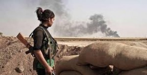 Kurdish YPJ fighter overlooks battlefield. Image via Twitter.