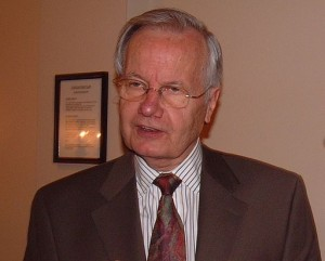 Bill Moyers 2005. Photo [Public domain], via Wikimedia Commons