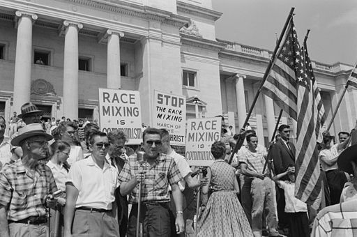 Little Rock, 1959. Rally at state capitol, protesting the integration of Central High School. Photo by John T. Bledsoe [Public domain], via Wikimedia Commons