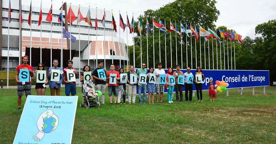 #SupportIranDeal demonstrators in Strausborg, France. (Photo: @supportIrandeal)