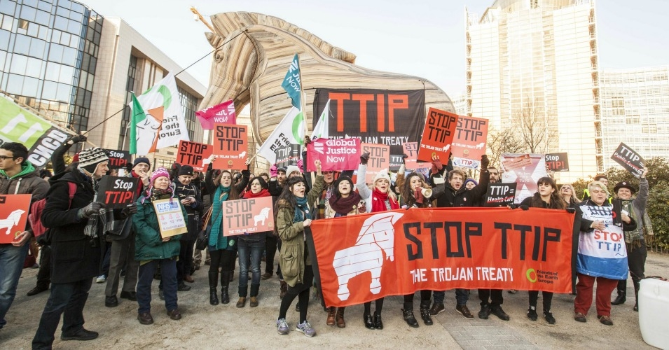 Demonstrators at a TTIP protest in Brussels. (Photo: Friends of the Earth Europe/Lode Saidane via flickr)