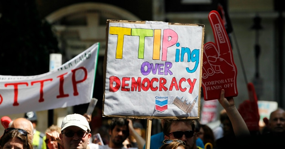 """The lines of demarcation in TTIP are between the mutually exclusive interests of transnational big business and people and the planet; if the deal passes, the former wins and the latter lose,"" writes Mark Dearn. (Photo: Global Justice Now/flickr/cc)"