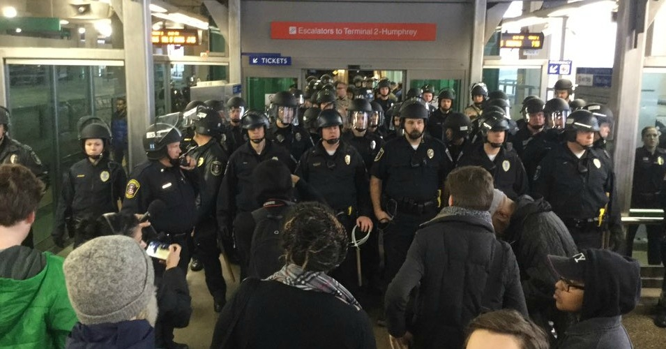A standoff between police and protesters in Minneapolis on Wednesday. (Photo: @BLongStPaul/Twitter)