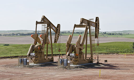 Bernice 1 and 2 wells - Amegard, North Dakota. Photo: Tim Evanson [CC BY-SA 2.0], via Wikimedia Commons