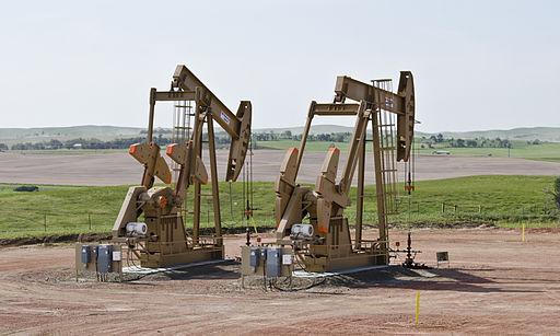 Bernice 1 and 2 wells - Amegard, North Dakota. Photo: Tim Evanson [CC BY-SA 2.0], via Wikimedia Commons