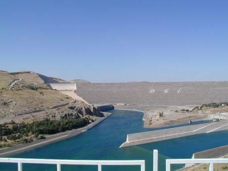 Centerpiece of the project: Atatürk Dam. Wikicommons/US federal government. Public domain.