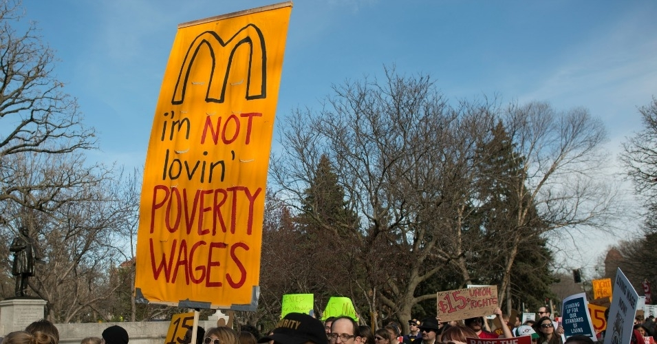 A fast-food worker strike last year in Minnesota. (Photo: Fibonacci Blue/flickr/cc)