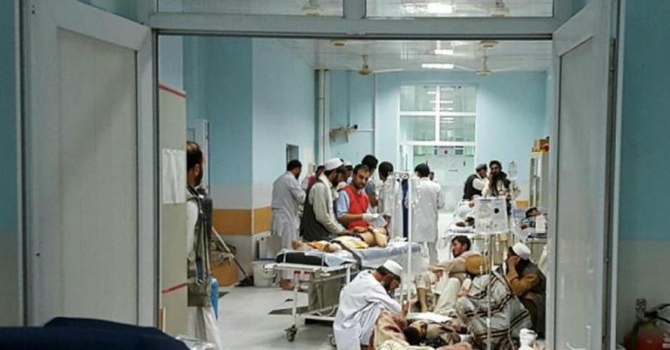 Kunduz clinic staff scramble to treat injured patients after the October bombing. (Photo: MSF)
