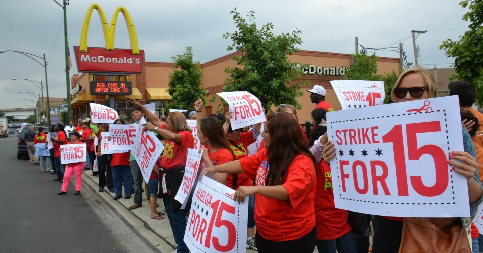 Fight for $15 protesters outside a Chicago McDonald's in 2013. (Photo: Steve Rhodes/flickr/cc)