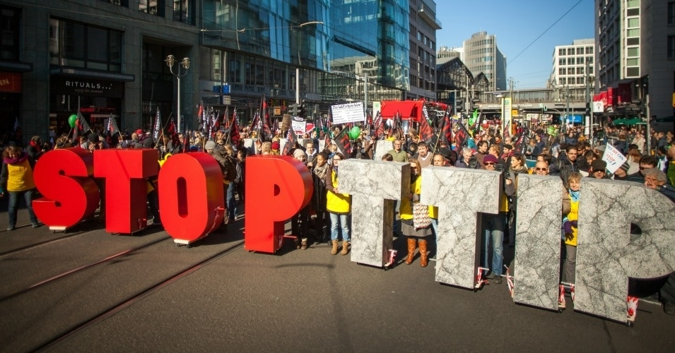 """""""This report validates that the TPP is not worth passing,"""" said United Steelworkers (USW) International president Leo W. Gerard. (Photo: SumOfUs/cc/flickr)"""
