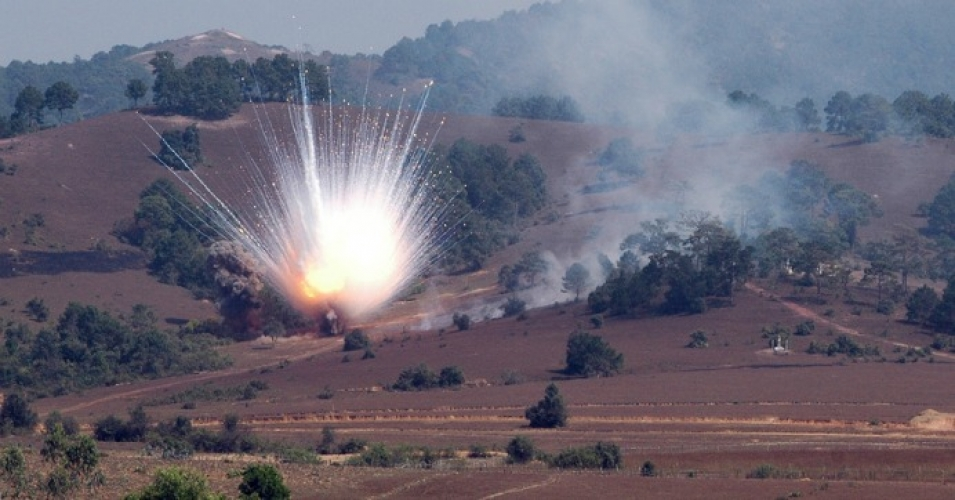 Detonation of a white phosphorus mortar round. (Photo: Cluster Munition Coalition/flickr/cc)