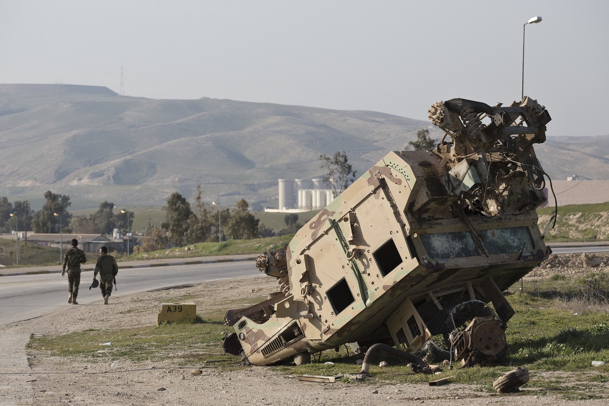 A destroyed Humvee near Mosul Dam. Photo: Matt Cetti-Roberts