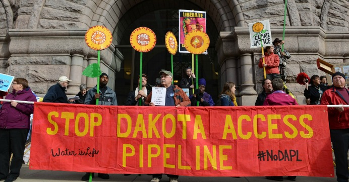 Demonstrators hold signs during a protest against the Dakota Access Pipeline in Minneapolis, Minnesota on October 25, 2016. (Photo: Fibonacci Blue/flickr/cc)