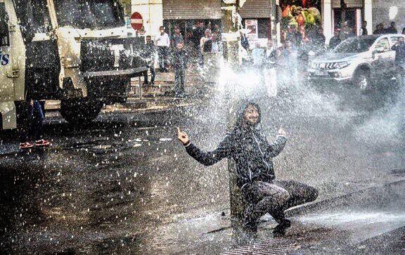 Protests throughout Diyarbakir erupted on October 26, 2016 following the arrests of the city's co-mayors. Image via Twitter.
